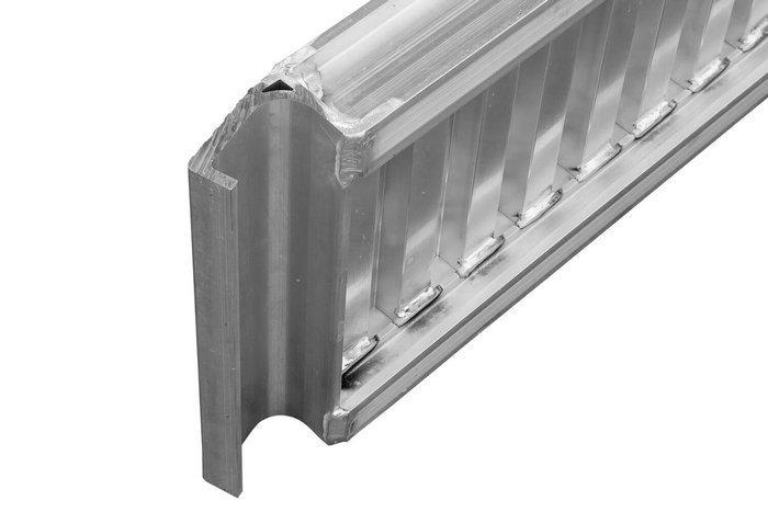 SET: 2 rampe din aluminiu de 2,5 m pentru remorci și semiremorci până un max de 3000 kg